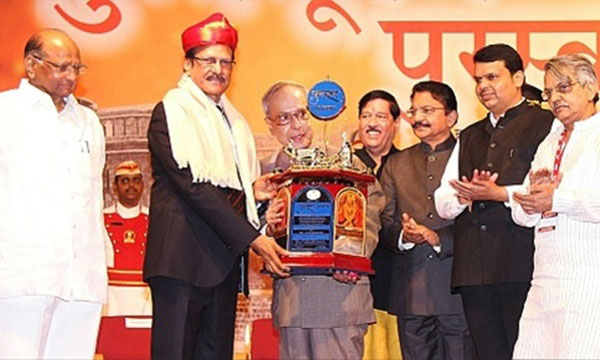 President of India presents Punyabhushan Award to Shri Pratap Pawar