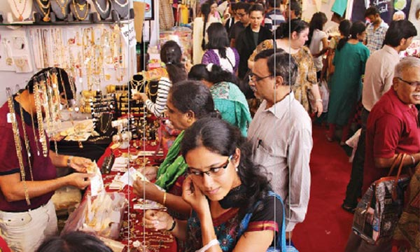 Sakal Shopping Festival a big hit on day 4