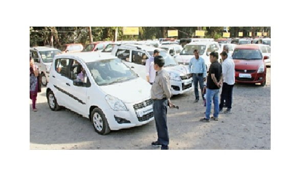 Huge crowds flock to Sakal Auto Expo on last day!